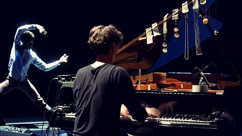 Hauschka & Edivaldo Ernesto(MZ/DE), an encounter of improvised music & dance